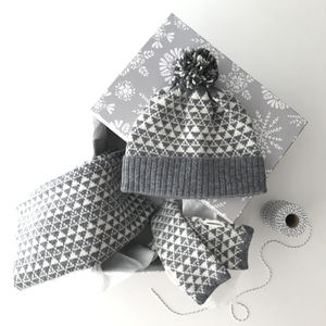 Gift Set Hat, Snood And Wrist Warmers Triangle Pattern