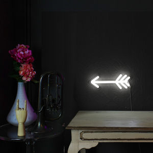 Light Up LED Neon Arrow Sign - children's lighting