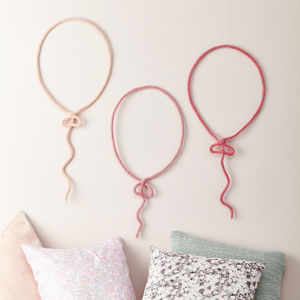 Balloon Knit And Wire Wall Hanging