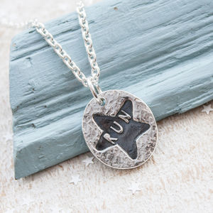 Sweet Oval Silver Runners Necklace