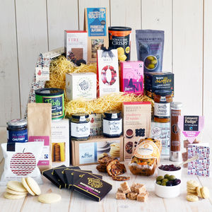 Extravagance Traditional Hamper - gifts to eat and drink