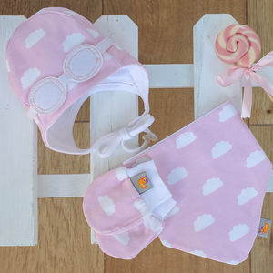 Newborn Gift Set Of Hat, Bib And Mittens Pink - babies' gloves