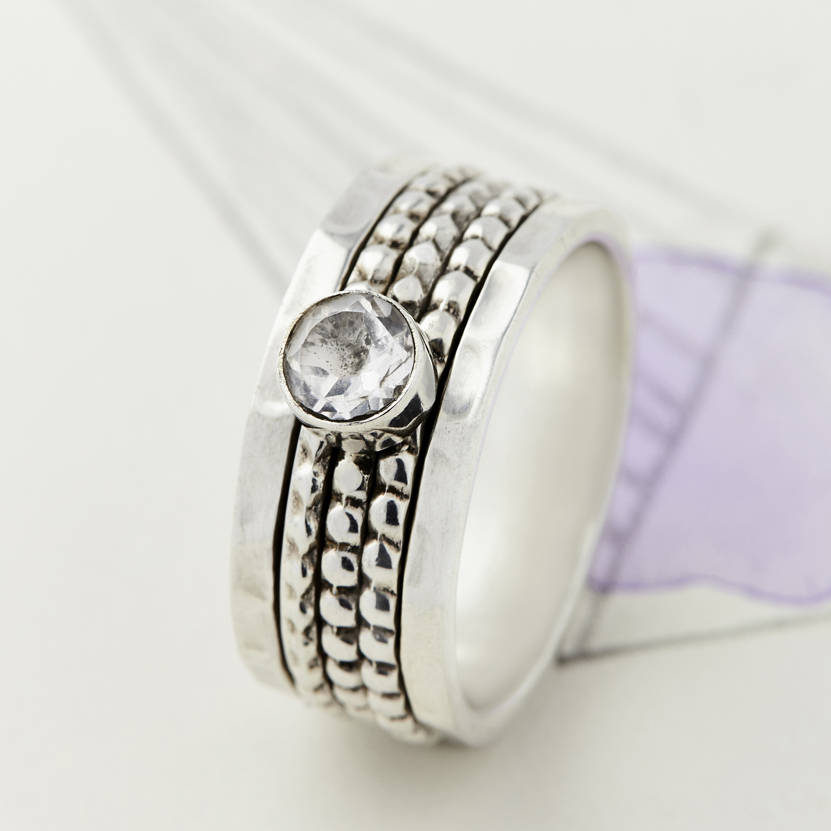 Elegant Solitaire Spinning Ring