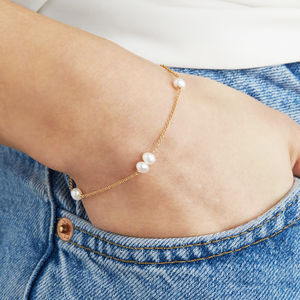 Delicate 14ct Gold Pearl Bracelet