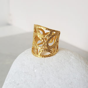Textured Gold Ring - shoreline wedding trend