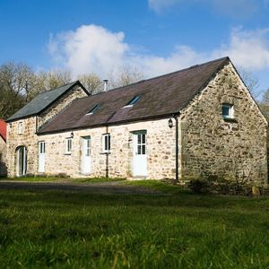 Romantic Overnight Stay With Pub Meal In Wales - experiences