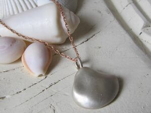 Silver Sea Shell Hung On Rose Gold Necklace