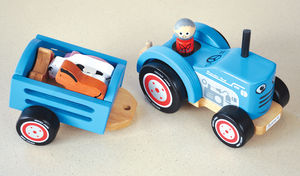 Retro Wooden Tractor Complete With Animals