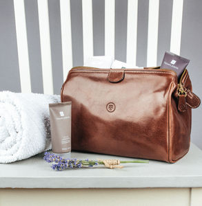 The Finest Italian Leather Wash Bag For Men. 'Duno M' - men's grooming & toiletries