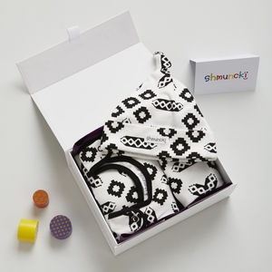 Unisex New Baby Gift Set And Card - gifts for babies