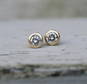 18ct Yellow Gold Diamond Earrings - earrings