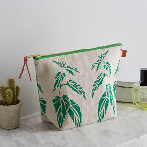 Nettles Green Linen Wash Bag - make-up bags