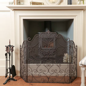 Country Manor Majestic Three Fold Iron Fire Guard