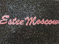 Estee Mos ow in Glitter