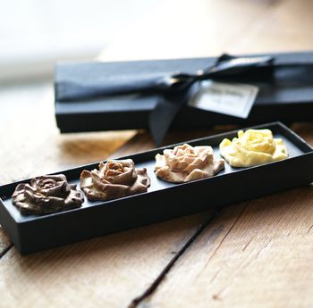 ' Chocolate Assorted Roses Gift Set '