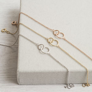 Interlinking Rings Bracelet In Silver Or Solid Gold
