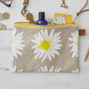 Daisy Floral Linen Zipped Purse