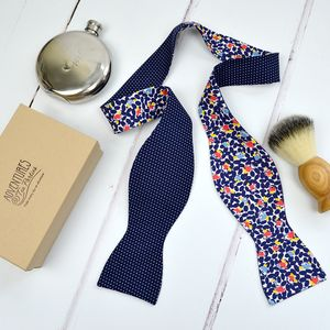 Handmade Mix And Match Bow Tie : Navy Floral