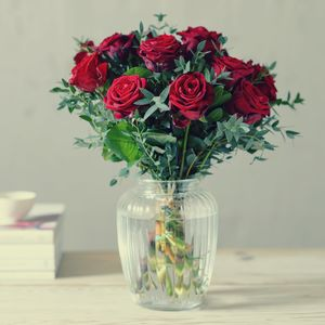 Early Valentine 10% Off Lovers Lane Red Rose Bouquet