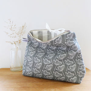 Tall Cow Parsley Zip Pouch - make-up bags