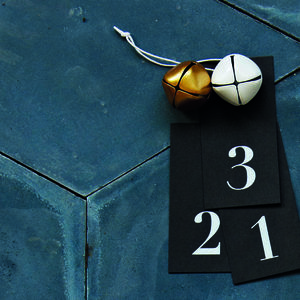 24 Black Gift Tags With Printed Numbers - finishing touches