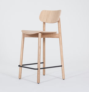 Otis Stool Oak - kitchen