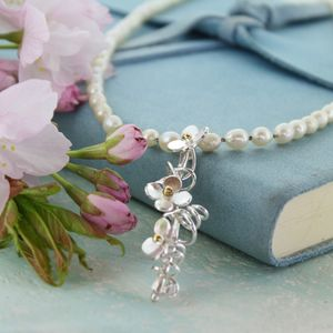 Daisies And Pearls Bridal Necklace