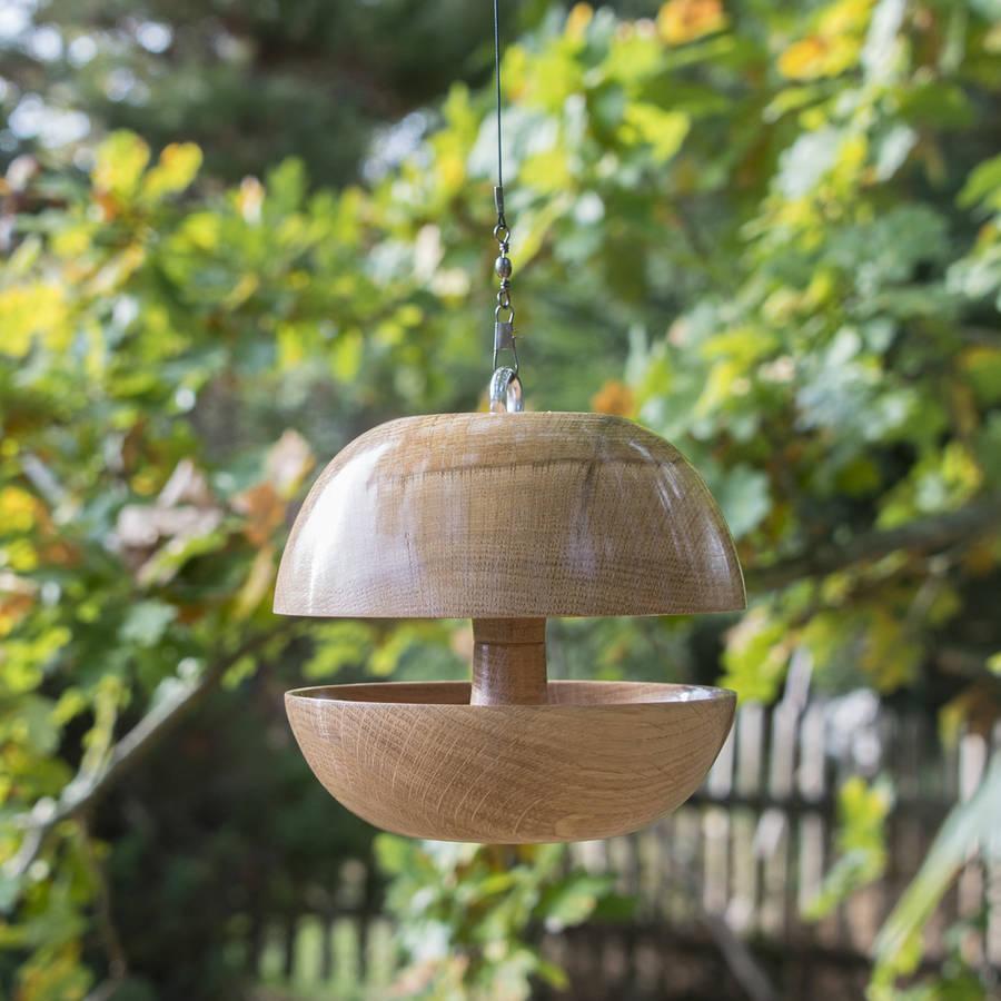 oak 39 applecore 39 bird feeder by natural wood company. Black Bedroom Furniture Sets. Home Design Ideas