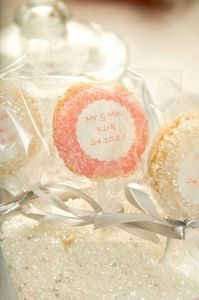 100 X Personalised French Macarons - edible favours