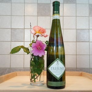 Trijumf 2010 Selection White Wine 750ml - drinks connoisseur