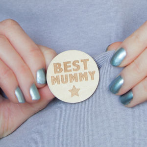 Best Mummy Engraved Wooden Badge - pins & brooches
