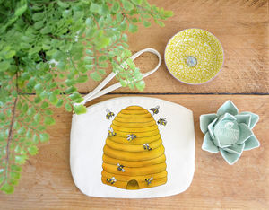 Bee Hive Purse - make-up & wash bags