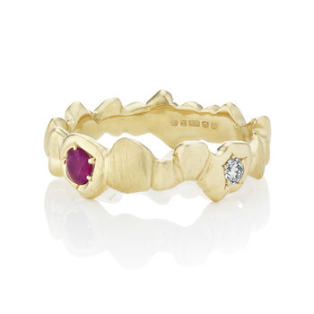 Rock band in 18kt yellow gold and ruby