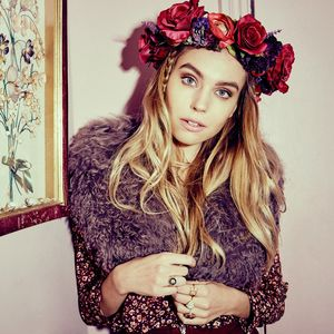 Audrina Exclusive Full Floral Crown - what's new