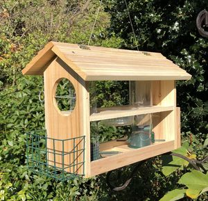 Banquet Bird Feeder