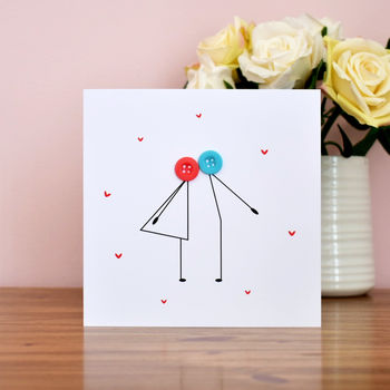 Button people kissing card