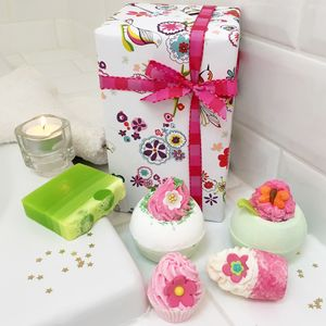 Bath Bombs And Soap Luxury Gift Set - bathroom