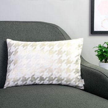 Metallic Dogtooth Cushion In White And Gold