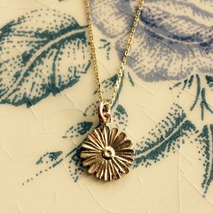 Daisy Pendant Solid 9ct Yellow Eco Gold - summer sale