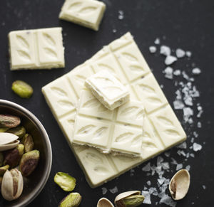 Pistachio Nut And Sea Salt White Chocolate Bar 35%