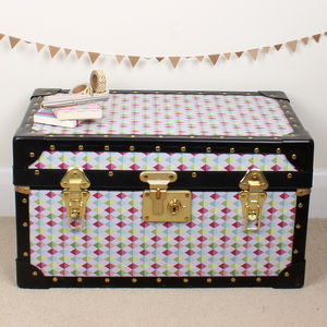 Diamond Geometric Tuck Box