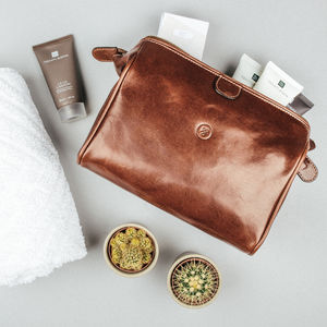 Mens Luxury Leather Washbag.'The Duno M' - men's grooming & toiletries
