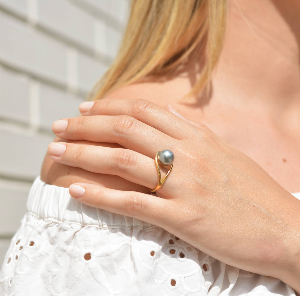 Gold Ring With Freshwater Grey Pearl Aurea
