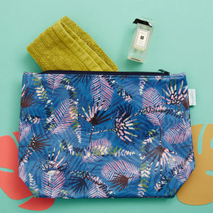 A 'Folia' Wash Bag