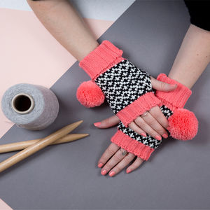 Salmon Graphic Fingerless