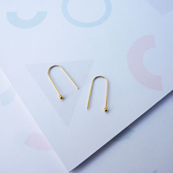 Curve Earrings In Gold