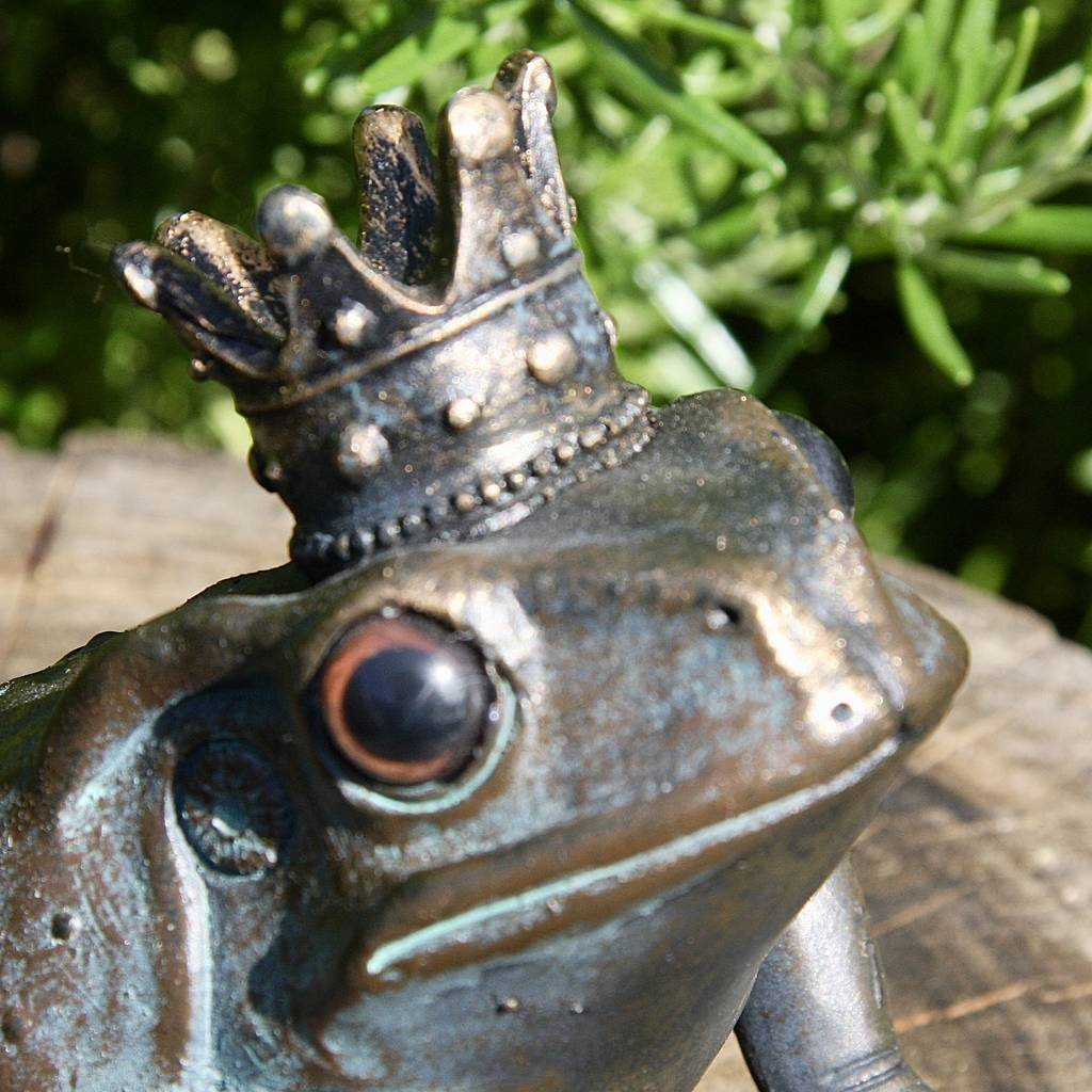 Frog prince resin garden sculpture by london garden for Frog london