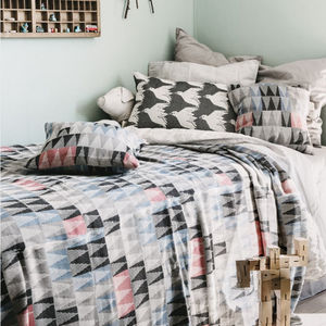 Triangle Pattern Woven Cotton Throw - bedroom