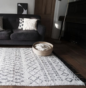 Berber Style Tuffed Monochrome Rug - bedroom