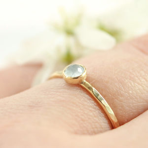 Aquamarine And 9ct Gold Ring - precious gemstones